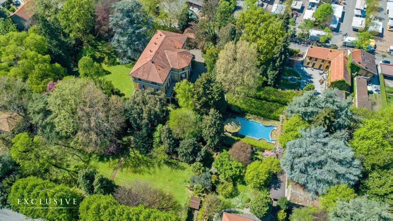 Villa in Vendita a Desio: 5 locali, 1741 mq