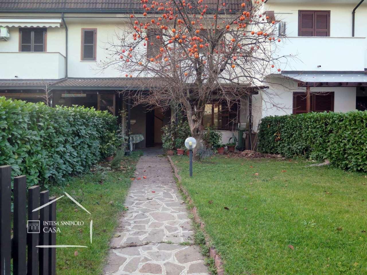 Villa in Vendita a Cologno Monzese via tintoretto