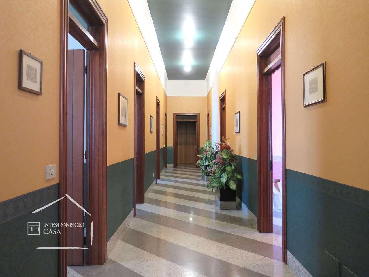 Appartamento in Vendita a Brescia: 5 locali, 290 mq - Foto 4
