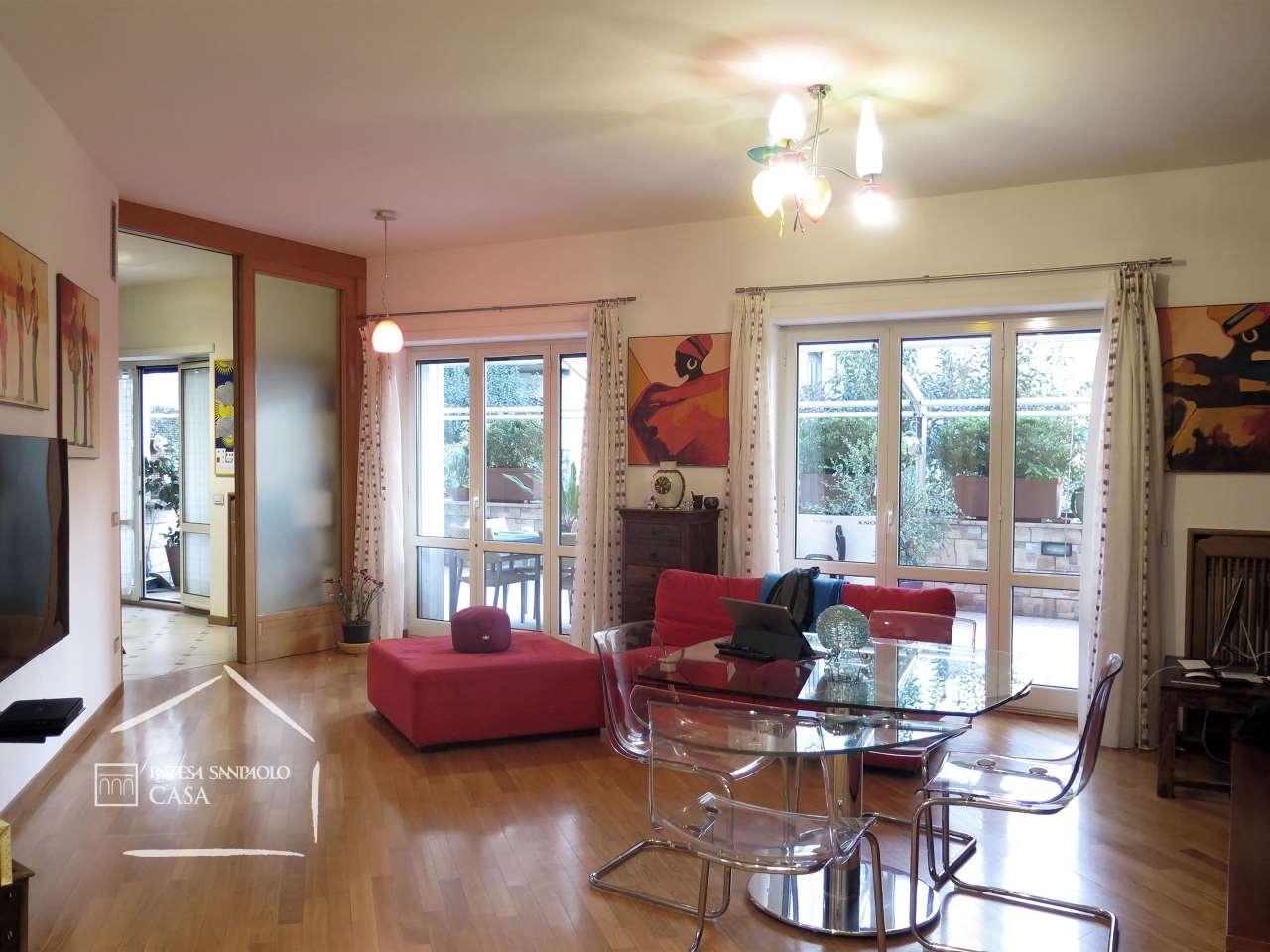 Appartamento in Vendita a Napoli: 4 locali, 121 mq