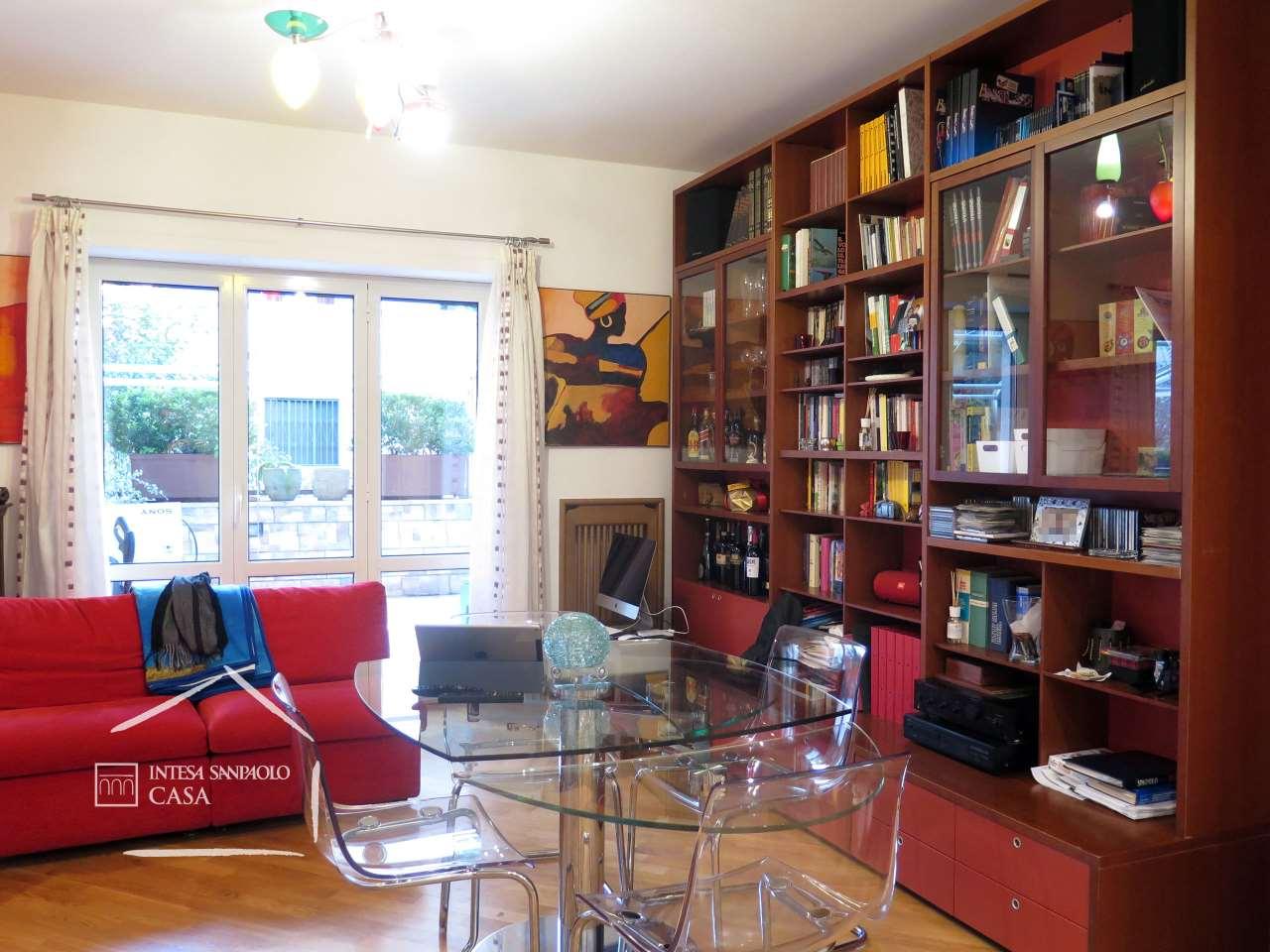 Appartamento in Vendita a Napoli: 4 locali, 121 mq - Foto 2