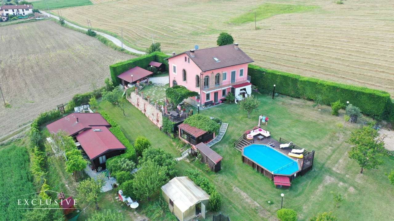Villa in Vendita a Pino Torinese: 5 locali, 297 mq