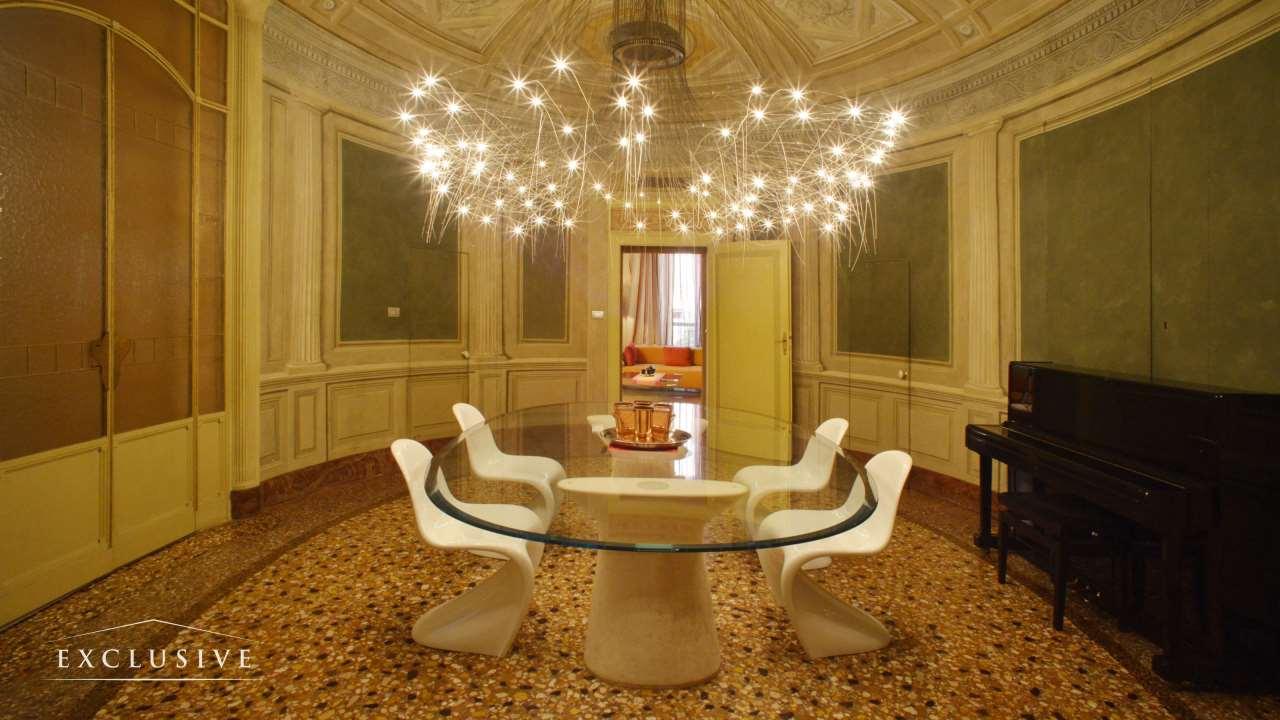 Appartamento in Vendita a Bologna: 5 locali, 965 mq