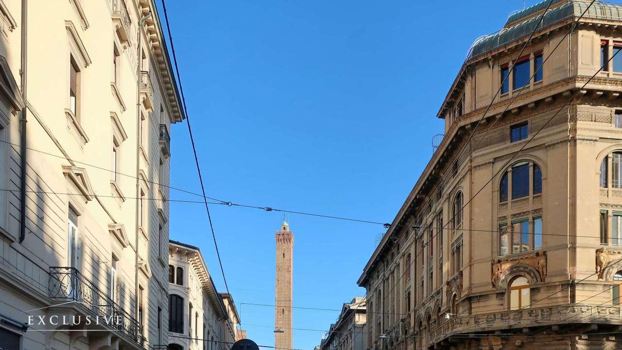 Appartamento in Vendita a Bologna: 4 locali, 194 mq