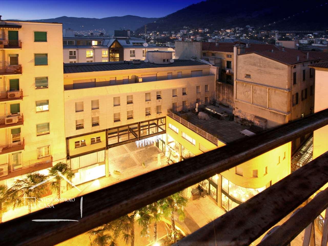 Appartamento in Vendita a Como: 5 locali, 188 mq - Foto 2