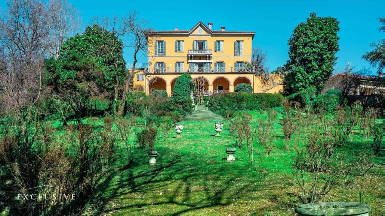Villa in Vendita a La Valletta Brianza: 5 locali, 900 mq