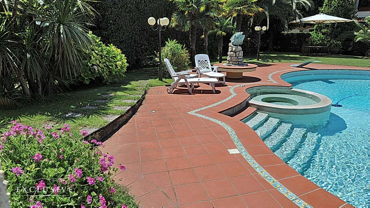 Villa in Vendita a Camaiore: 5 locali, 264 mq - Foto 3