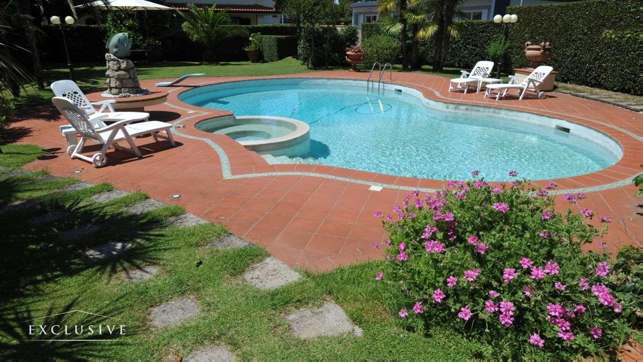 Villa in Vendita a Camaiore: 5 locali, 264 mq - Foto 2