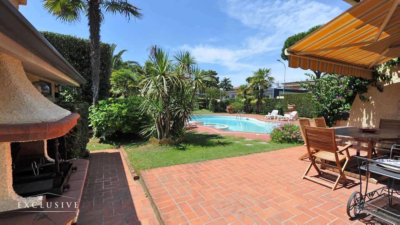 Villa in Vendita a Camaiore: 5 locali, 264 mq