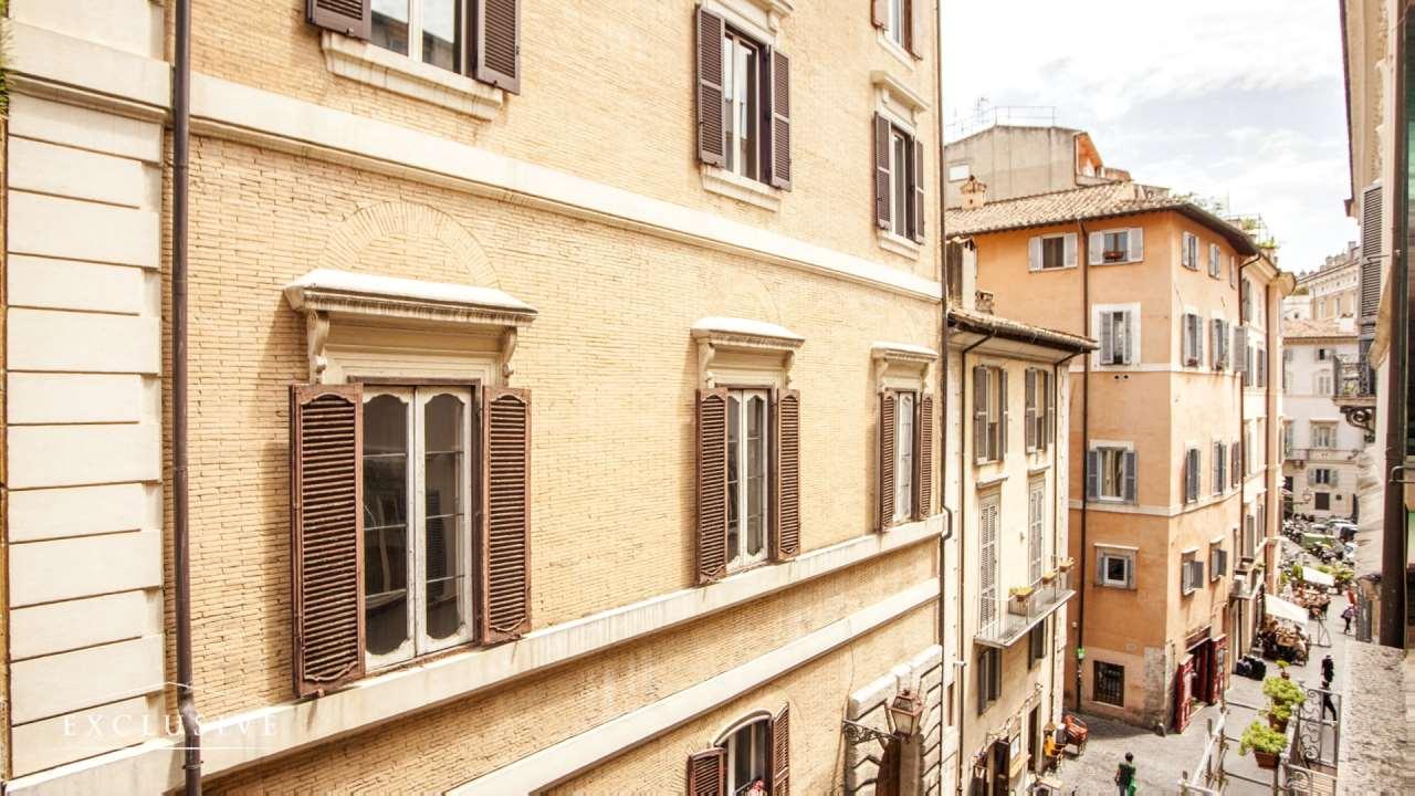 Appartamento in Vendita a Roma via del governo vecchio